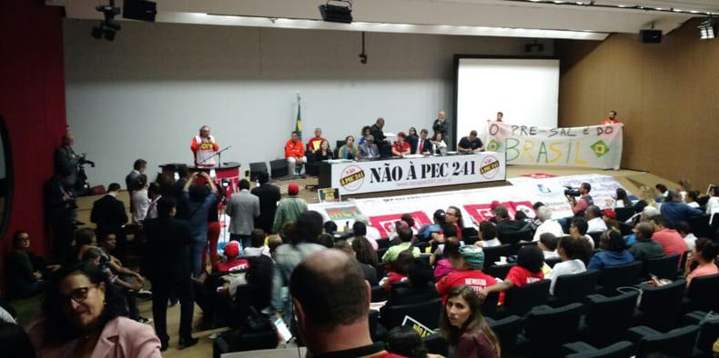 Resultado de imagem para Servidores da UFMS entram em greve na próxima semana contra PEC 241